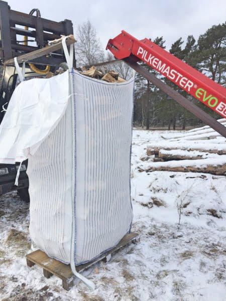 Storsäck XL med regnskydd fylls med Pilkemaster Evo